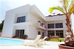 Luxury, detached house with swimming pool for sale on Pattanakarn Road House Pattanakarn