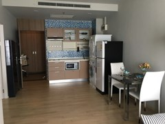 1 bedroom condo for rent at Noble Refine