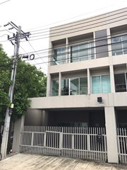 3 bedroom townhouse for sale in Suan Luang - House - Suan Luang - Suan Luang