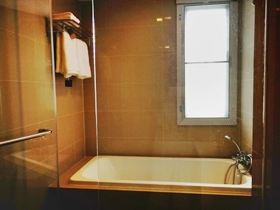 10.Master Bathroom 2