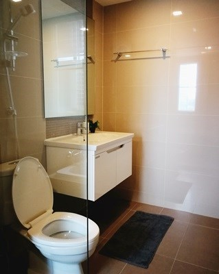 9.Master Bathroom 1